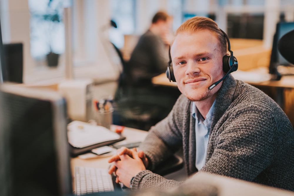 Kundebehandler Andreas på jobb