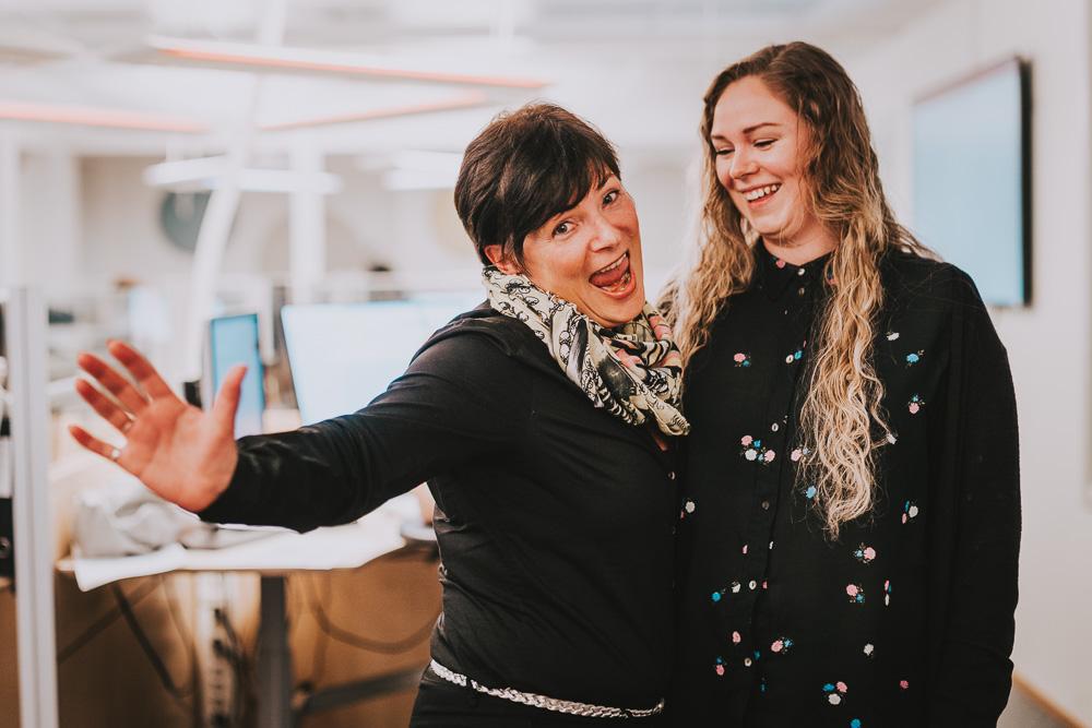 Mona og Marie glade og fornøyde på Troms Kraft Nett sitt kundesenter