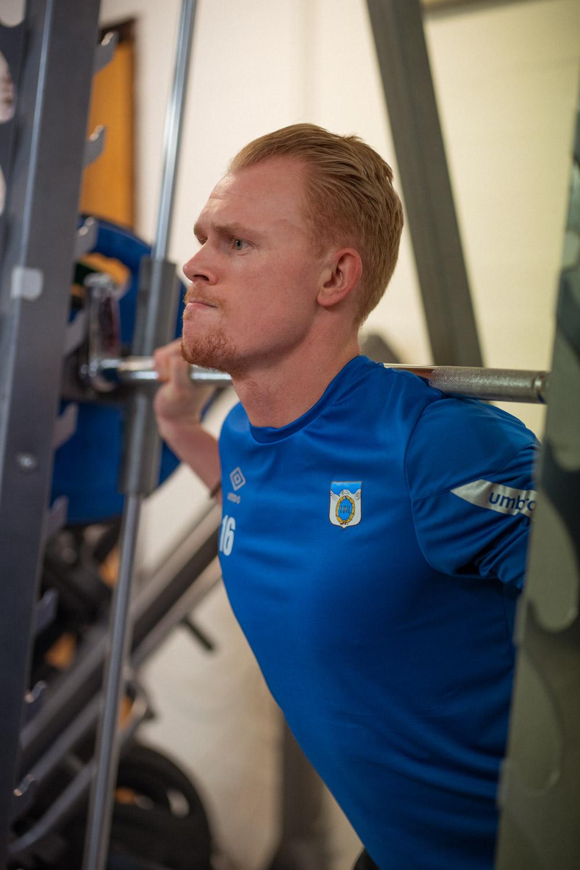 Andreas er både kundebehandler og fotballspiller